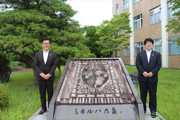 伊藤学長(左)と伊藤学部長(右)